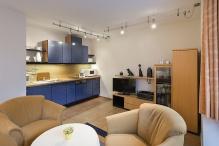 Haus Elbstrom 23, Wohnzimmer mit Küchenzeile