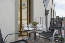 Alle Feriendomizile im Haus verfügen über zwei Balkone oder Terrassen